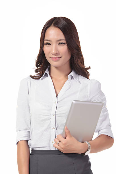 junge hübsche geschäftsfrau in kurzen rock holding einen tablet-com - enge kleider stock-fotos und bilder