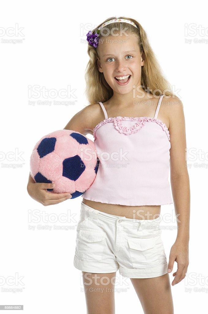 Joven hermosa Chica con molino de pelota de fútbol foto de stock libre de derechos