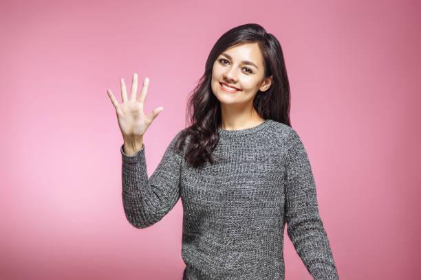 young pretty woman doing number five gesture - numero 5 foto e immagini stock