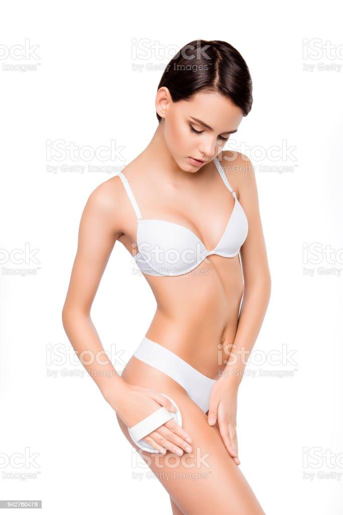 c861a4bdc Mujer bonita joven en ropa interior blanca haciendo peeling foto de stock  libre de derechos
