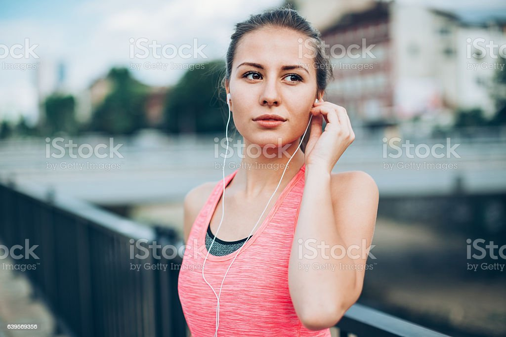 Young runner outdoors in the city - foto de stock