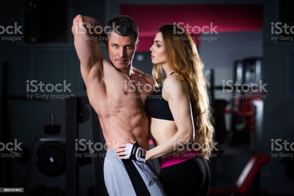 Homme Fitness Et Femme Model Top 0kXw8nOP