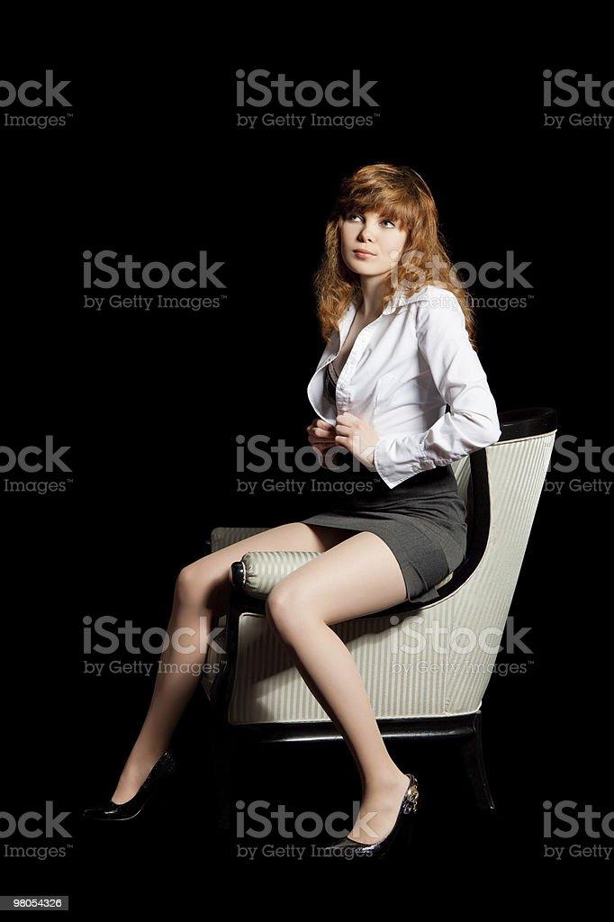Giovane ragazza sexy su sfondo nero Ritratto foto stock royalty-free