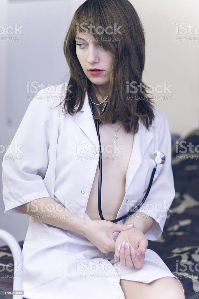 Молодая сексуальная медсестра