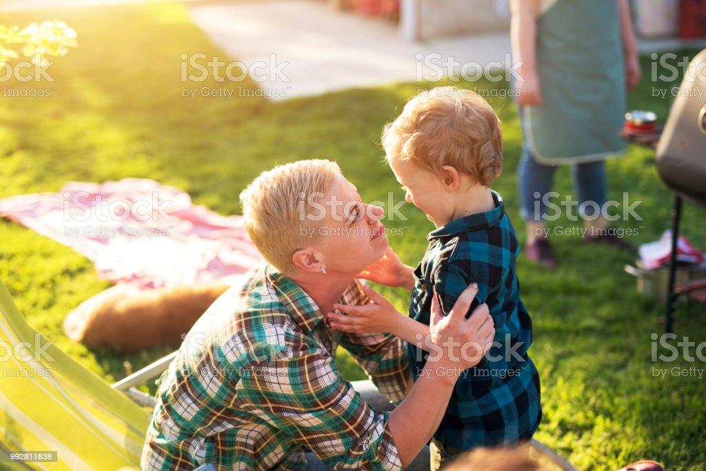 Maman Joue Avec Son Fils