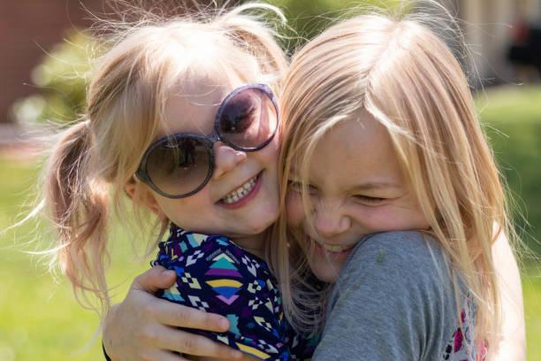Young Sisters Hugging 1 – zdjęcie
