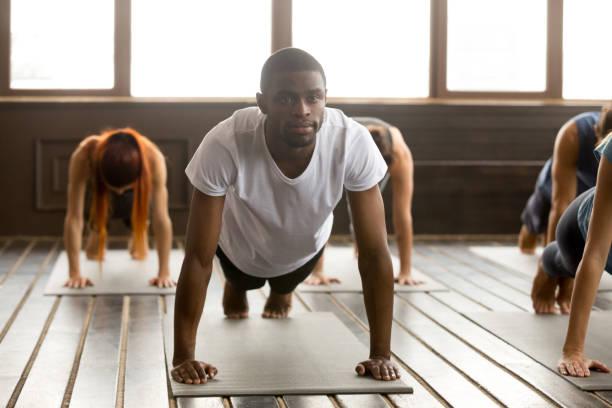 young sporty black man in plank pose - class стоковые фото и изображения