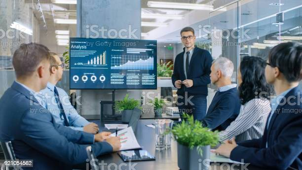 Young stock trader shows to the executive managers cryptocurrency and picture id921054562?b=1&k=6&m=921054562&s=612x612&h=g7xytrh6j6gq7q aysrfqkip5wlvdtkcogznw14 i0i=