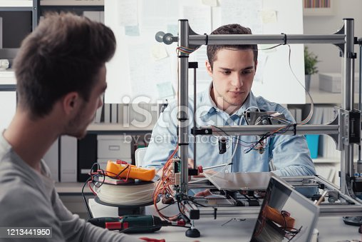 886646936 istock photo Young students using a 3D printer 1213441950