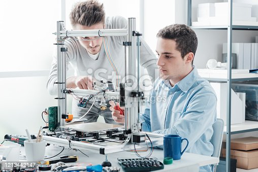 886646936 istock photo Young students using a 3D printer 1213442147