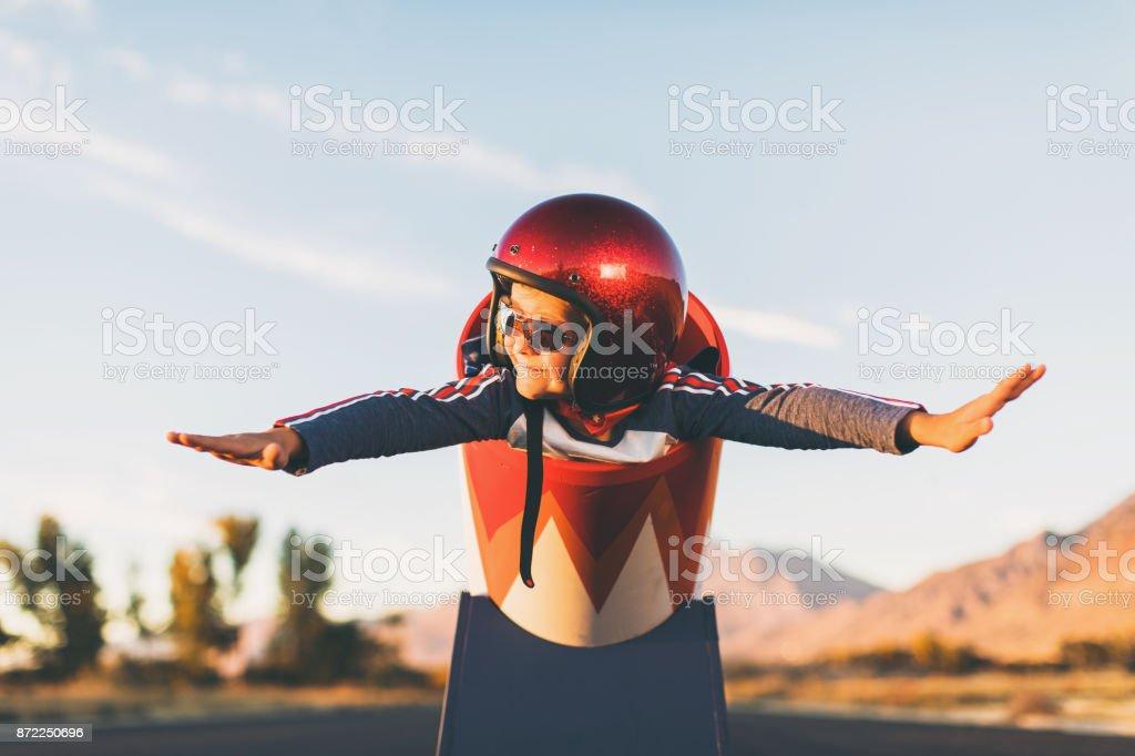 Junge Stunt Boy und menschliche Kanonenkugel - Lizenzfrei 8-9 Jahre Stock-Foto