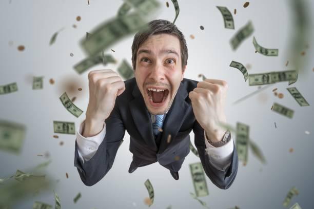 erfolgreiche jungunternehmer gewinnen eine menge geld. - sterntaler stock-fotos und bilder
