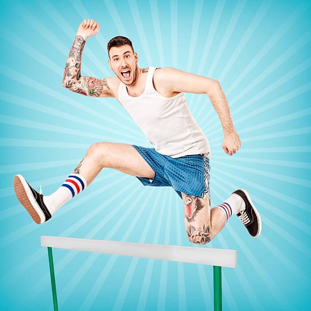 junger mann springt tattooed - laufende tattoos stock-fotos und bilder