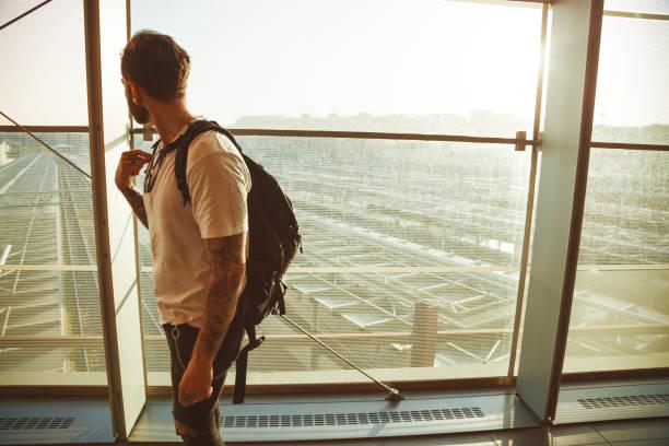 Tätowierte junge Reisende – Foto
