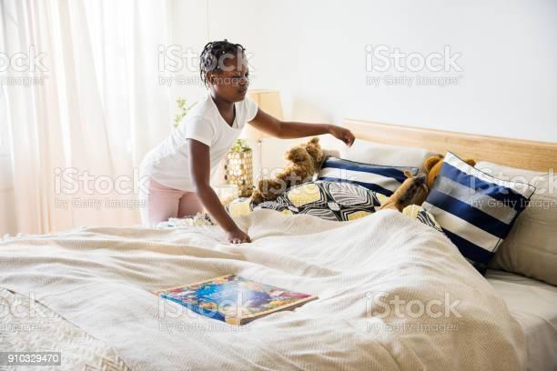 Bett Teen Mädchen machen aus Teen