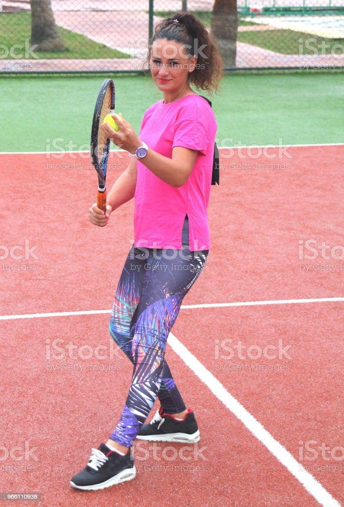 young tennis coach woman shooting - Стоковые фото Атлет роялти-фри