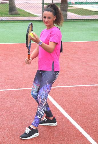 Young Tennis Coach Woman Shooting — стоковые фотографии и другие картинки Атлет