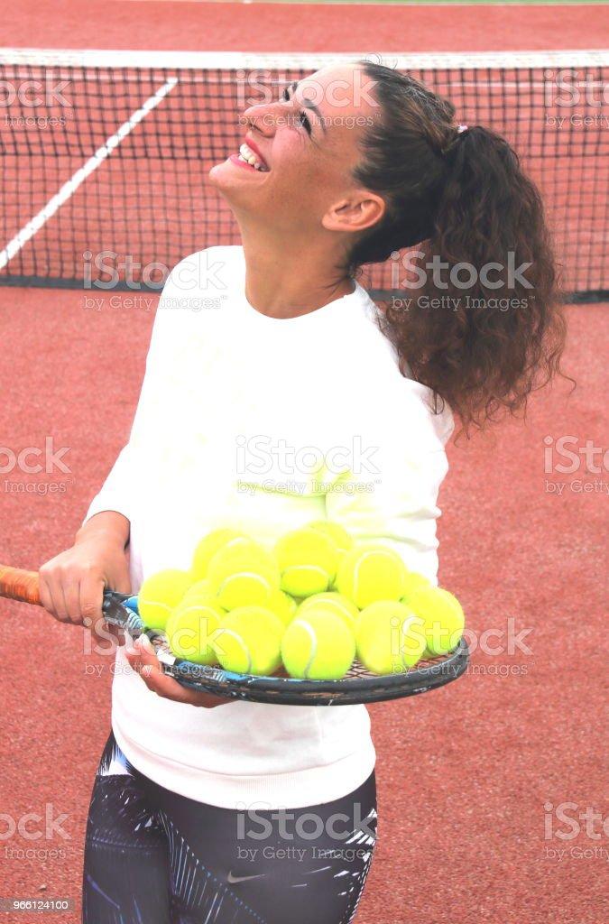 mujer del entrenador de tenis joven tiro - Foto de stock de A la moda libre de derechos
