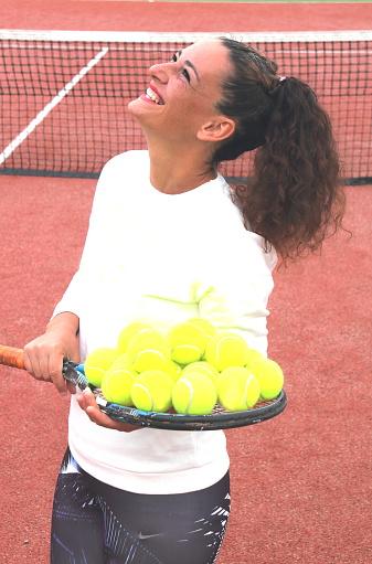 Mujer Del Entrenador De Tenis Joven Tiro Foto de stock y más banco de imágenes de A la moda