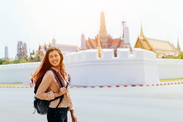 Junge Touristen reisen in Bangkok, Thailand – Foto