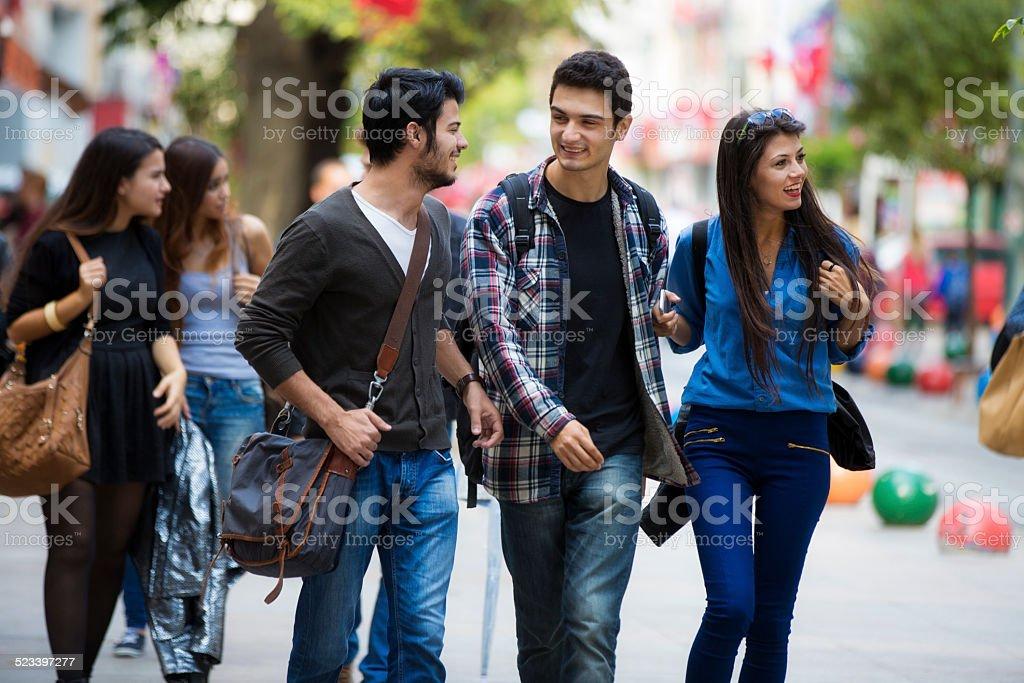 Young Turkish people on Bahariye street - Royalty-free 20-24 jaar Stockfoto