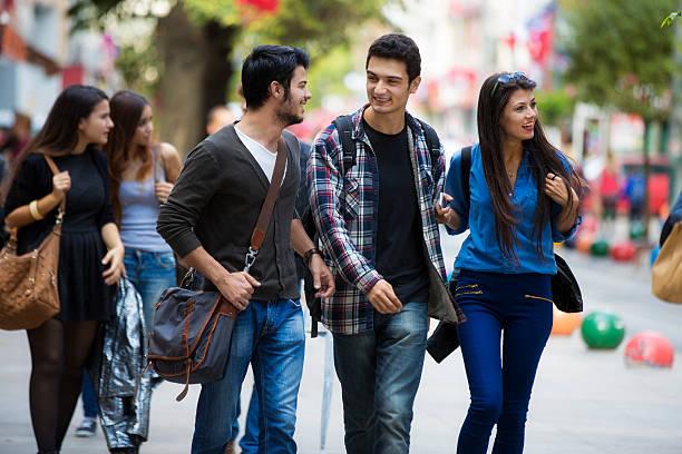 Young Turkish people on Bahariye street foto