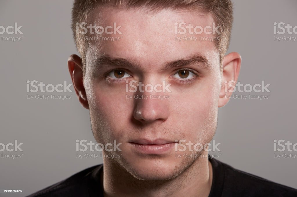 Young white man looking to camera, close up head shot foto de stock royalty-free