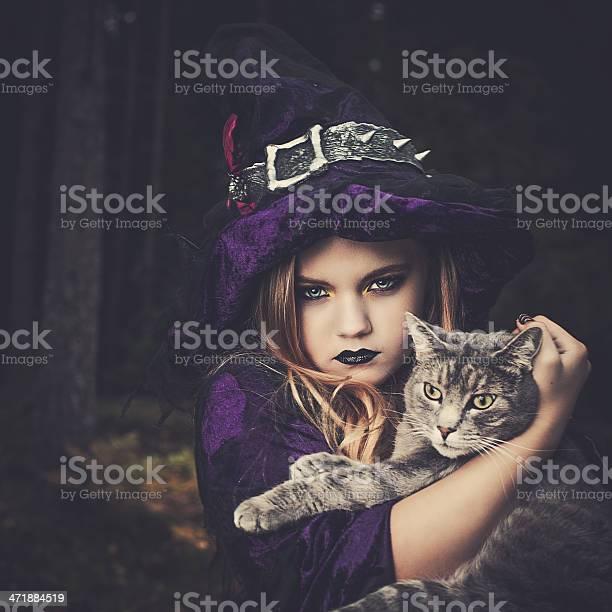 Young witch with cat picture id471884519?b=1&k=6&m=471884519&s=612x612&h=7lnb6soszvo9nspxfk8tcfp3jzjkdammwjoviwc9cci=