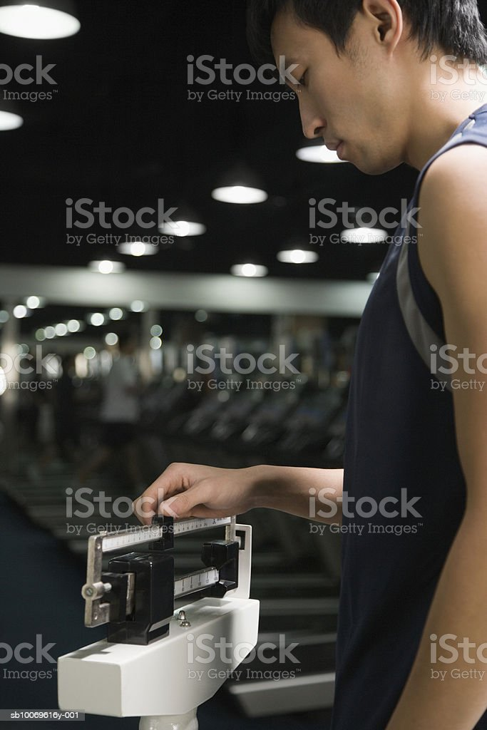 Young woman adjusting levels on scale, close-up 免版稅 stock photo