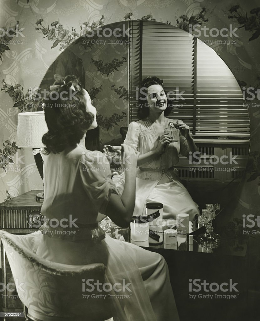 Девушка в белых чулках перед зеркалом — img 12