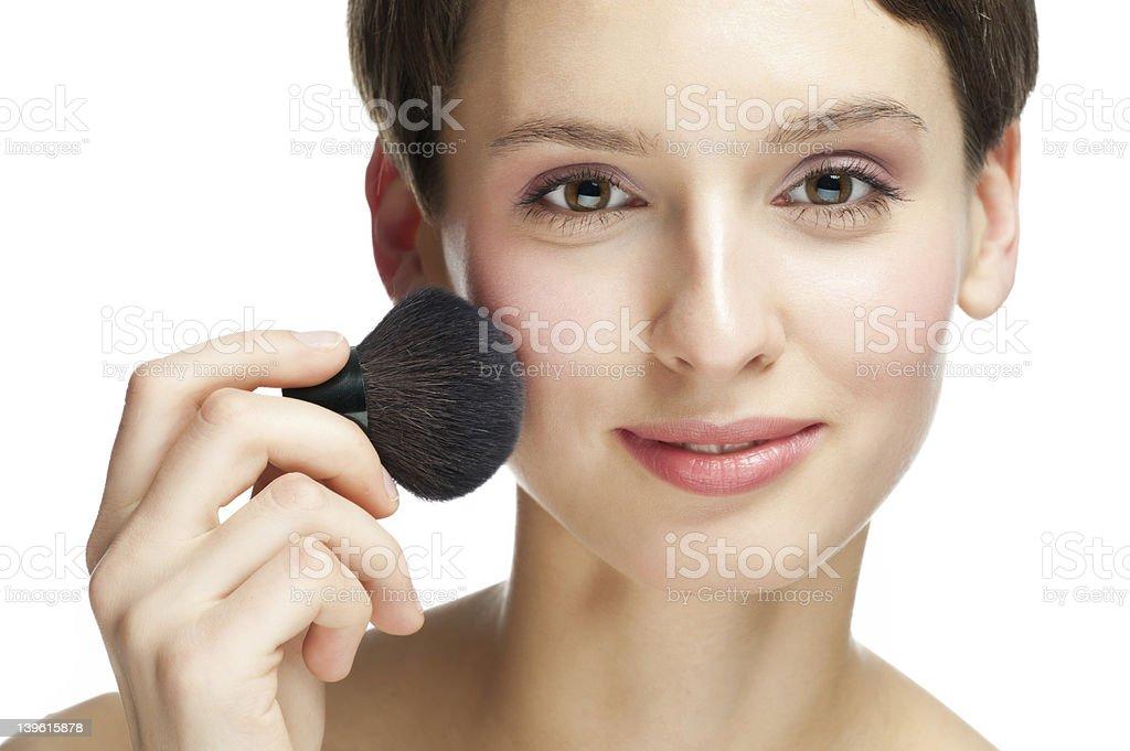 Young woman Auftragen von Make-up – Foto