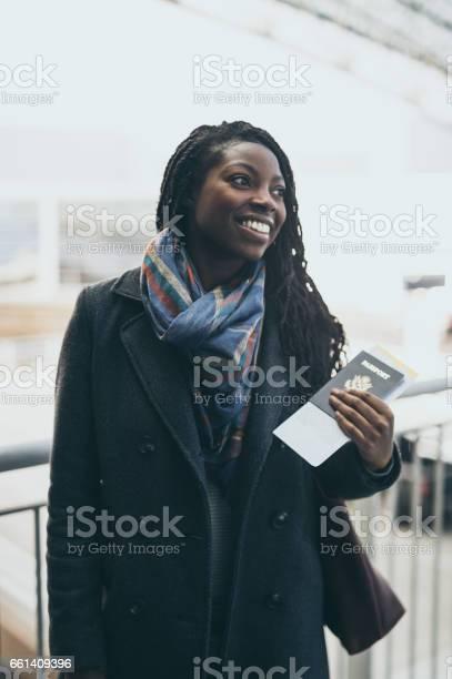 Young woman at airport picture id661409396?b=1&k=6&m=661409396&s=612x612&h=hawpgwt21aqoeohgudtogek5rxxtsazq kwifjeol q=