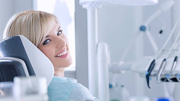 Junge Frau im Zahnarzt – Foto