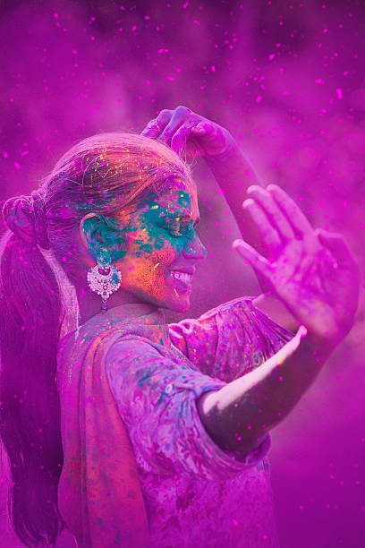 young woman celebrating holi festival - tanz make up stock-fotos und bilder