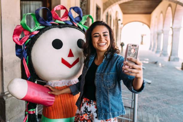 Junge Frau entdecken Mexiko – Foto