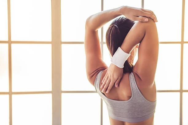 Junge Frau tun yoga  – Foto