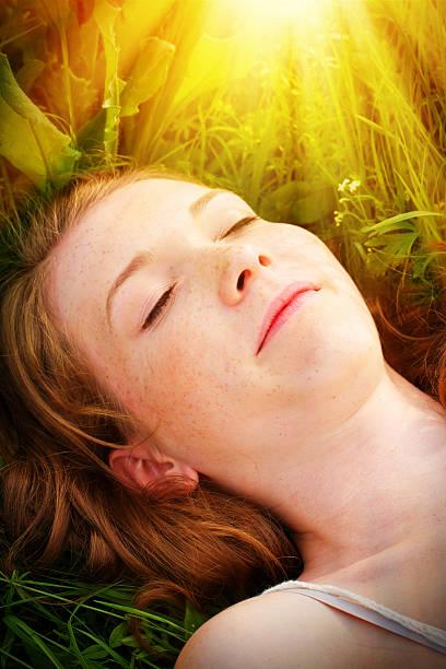 young woman dreaming in the sun - sonnenbrand heilen stock-fotos und bilder