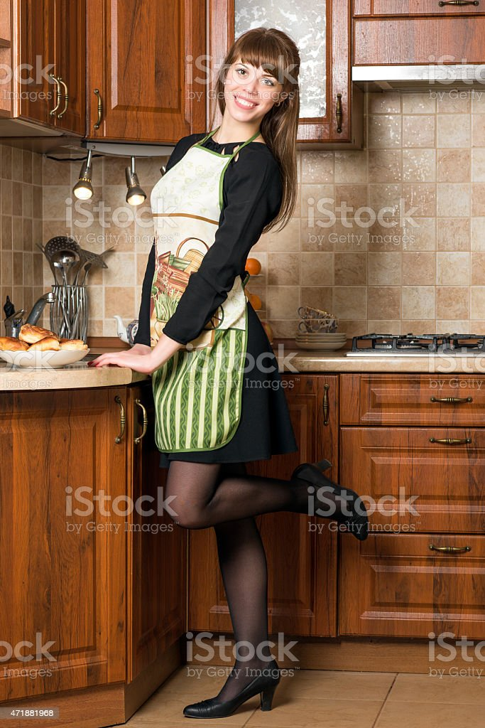 Деревне видео девушка в фартуке телок