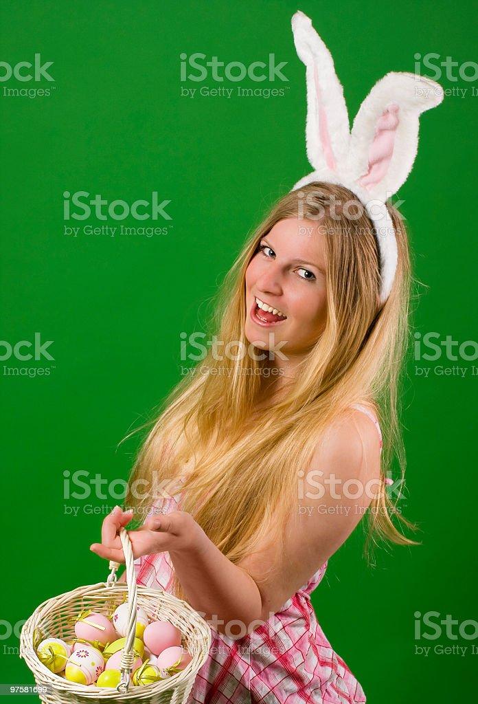 Jeune femme bien habillés pour Pâques photo libre de droits