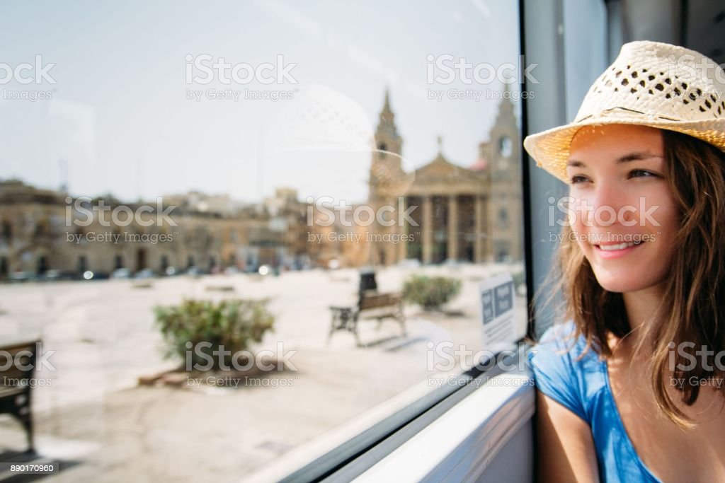 Young woman driving in public transport sightseeing - foto stock