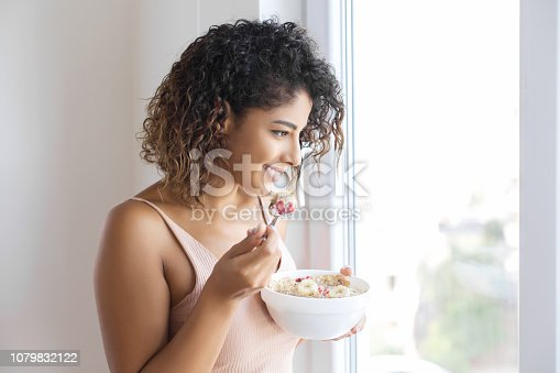 Young woman eating muslie