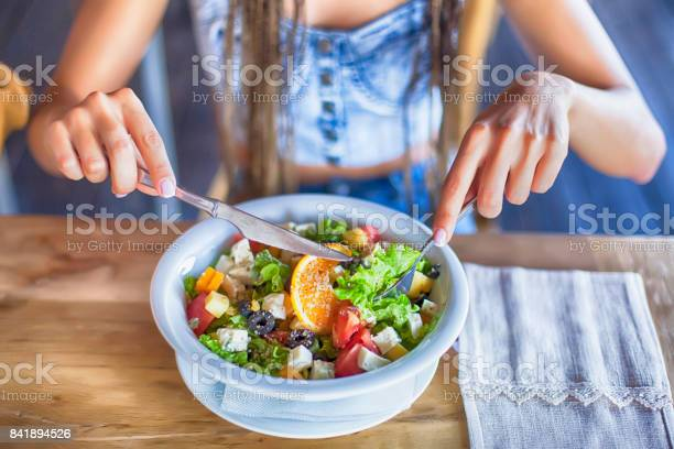 Young woman eating salad for lunch picture id841894526?b=1&k=6&m=841894526&s=612x612&h=yqud2tlgtmffkfnz8o0990e7iimbazio6ixff onrzw=