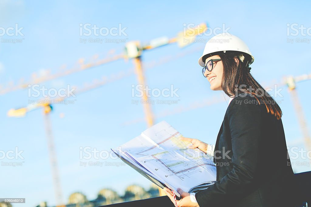 Young woman engineer at construction site – Foto