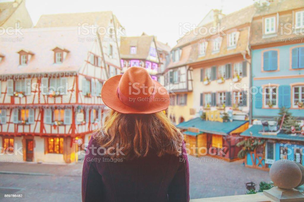 Young woman enjoying Christmas in Colmar, France - foto stock