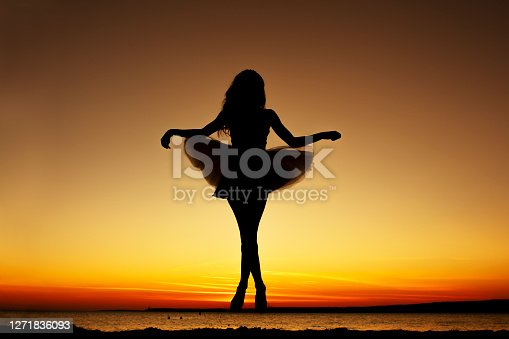 Young womanenjoys the freedom and fresh air at sunset