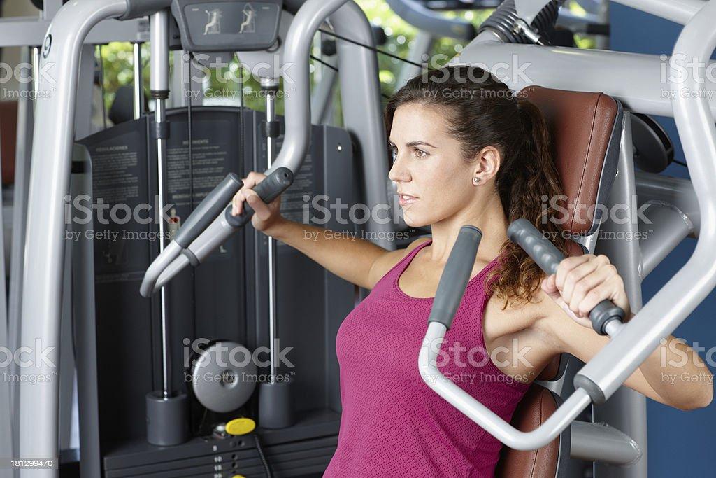 Junge Frau Ausübung mit Maschine – Foto