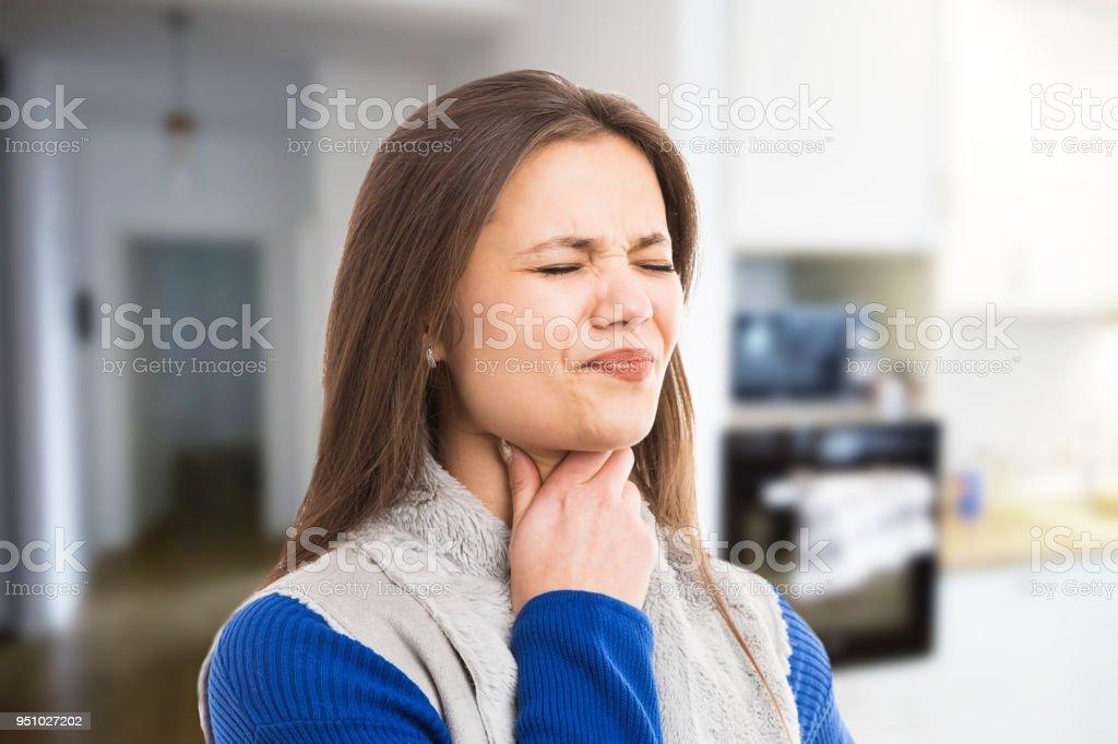 Mal de gorge femme victime de jeune femme - Photo