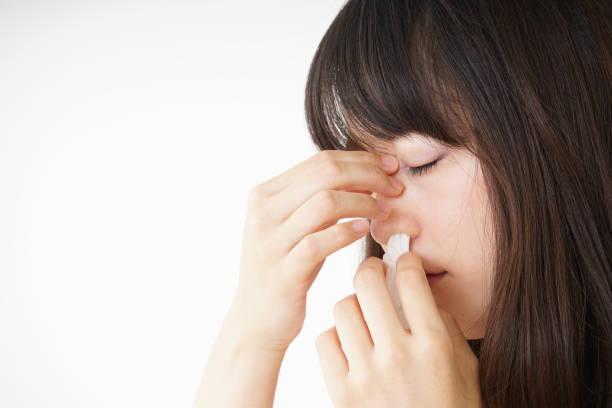 若い女性の鼻血を取得 ストックフォト