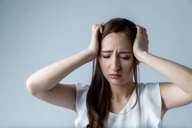 young woman have a headache - anemia foto e immagini stock