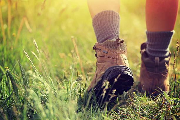 young woman hiker legs walking on trail in grassland - foto de stock